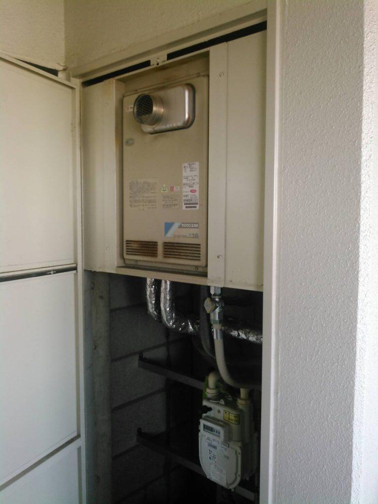 川崎市中原区 パイプシャフト内の給湯器交換工事