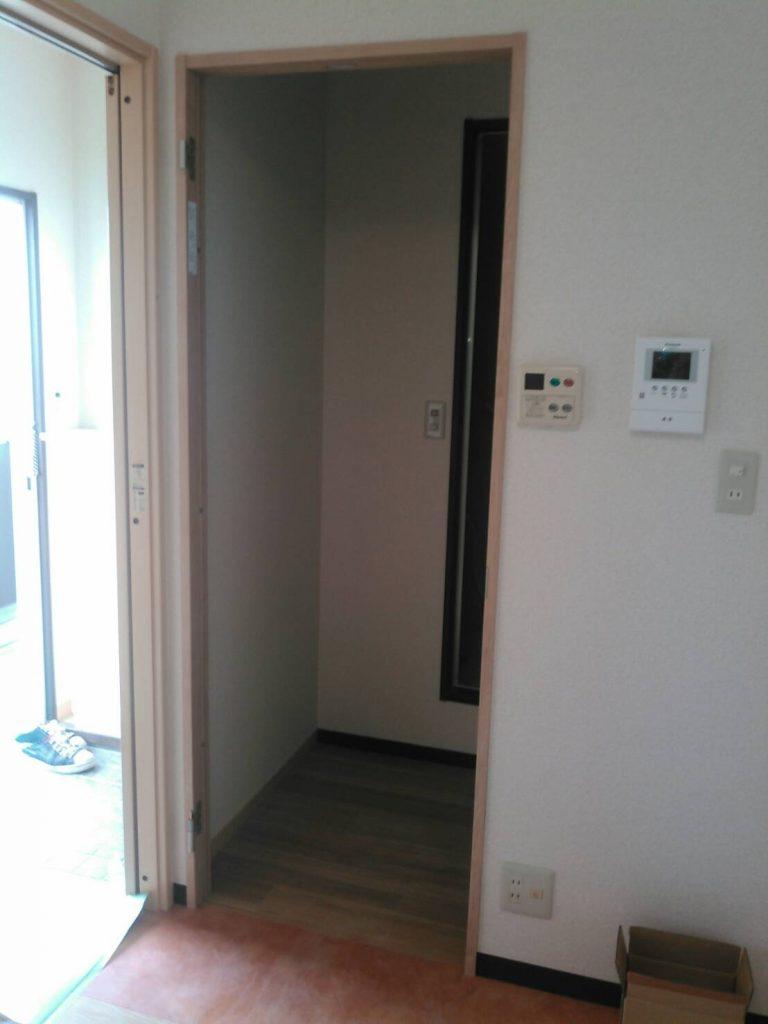 川崎市中原区 建具・洗面化粧台取付工事