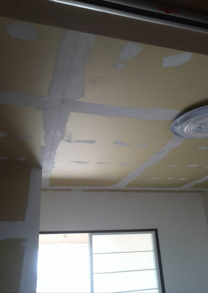 川崎市中原区 照明器具取付・壁紙張り工事