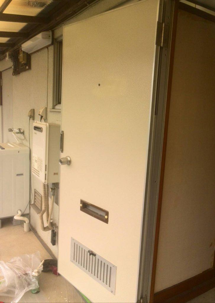 目黒区 玄関扉・和室一部下枠塗装工事