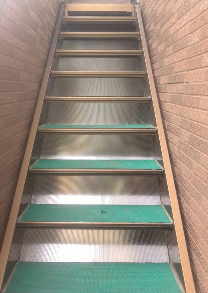 品川区 階段裏側パネル交換工事を行いました! | リフォーム東京