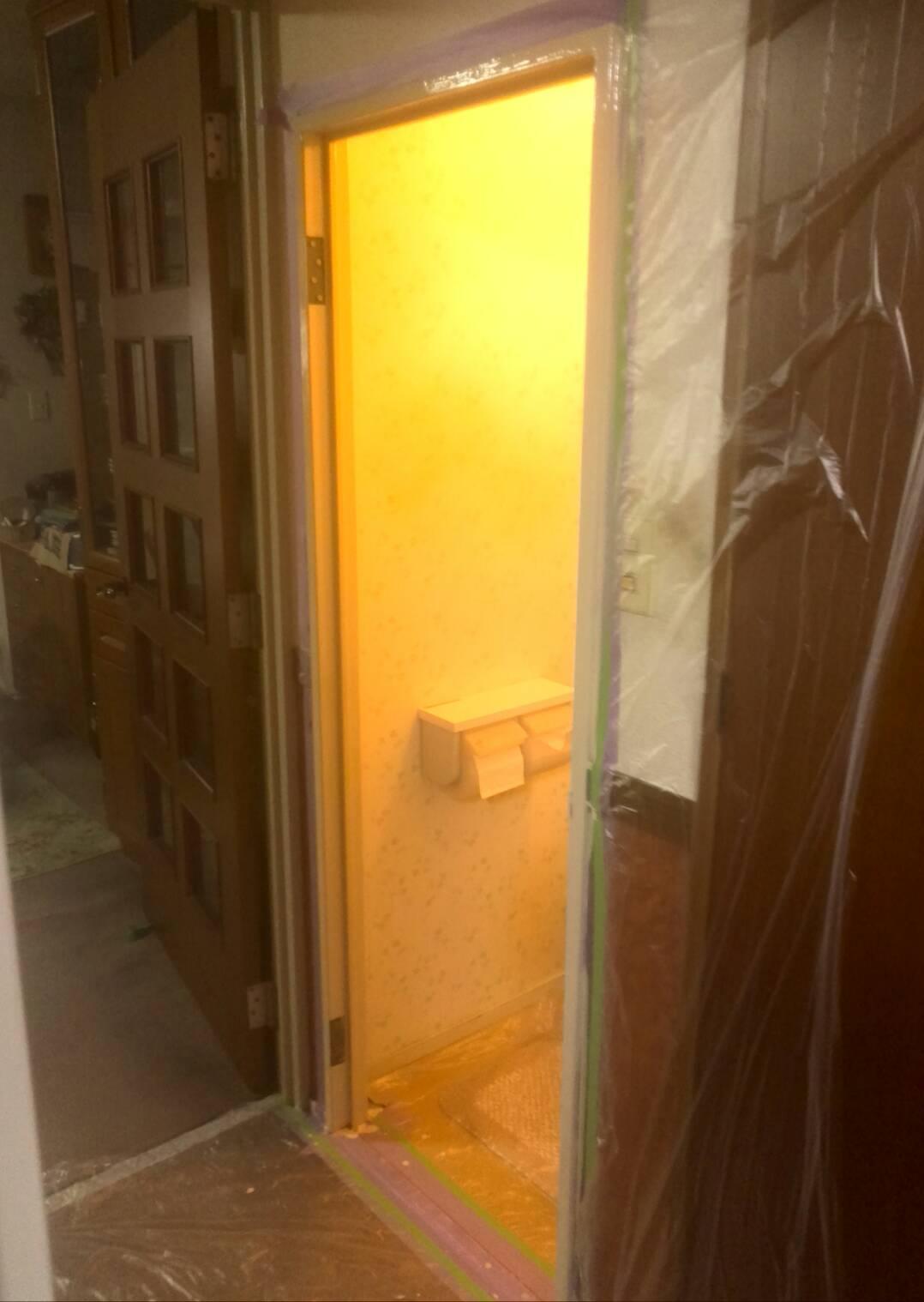 川崎市高津区 トイレ枠・扉塗装工事を行いました!
