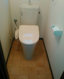横浜市神奈川区 トイレ交換・壁紙・CF張り替え工事